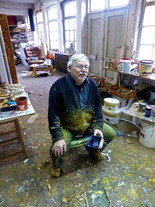 Theo Kuijpers in zijn atelier